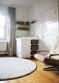Kinderzimmer, Wickeltisch, Hemnes, Wickelkommode  http://ichsowirso.de/wer-braucht-schon-ein-kinderzimmer/