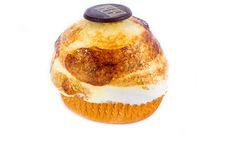 Soufflé: Sobre una fina base de hojaldre un botón de crema y souflé de merengue y yemas.