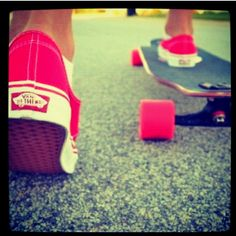 Someone PLEASE teach me how to do this, this summer!:) #longboarding