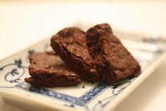 El Brownie light al microondas - Recetín INGREDIENTES 1 cucharada de Maizena 1 cucharada de cacao en polvo sin azúcar 2 cucharadas de leche desnatada en polvo 3 cucharadas de leche desnatada unas gotitas de edulcorante líquido