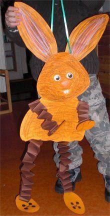 Mit Kindern basteln: Großer Osterhase Tinker with children: Big Easter bunny Bunny Crafts, Easter Crafts For Kids, Diy For Kids, Easter Art, Easter Bunny, Easter Decor, Easter Eggs, Easter Activities, Animal Crafts