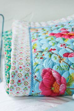 Chinese Garden Quilt Blue | PiP Studio
