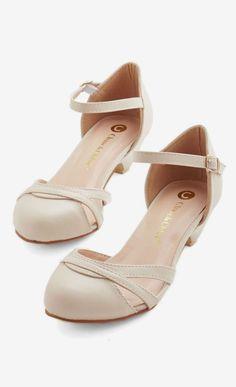 Fashion School Sweetheart Heel in Latte