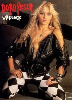 Love her style Chica Heavy Metal, Heavy Metal Girl, Heavy Metal Rock, Heavy Metal Music, Hard Rock, Hair Metal Bands, Metal On Metal, Ladies Of Metal, Women Of Rock