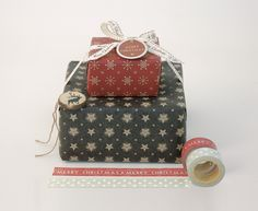 East of India Beautiful Christmas gift wrapping