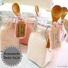 Homemade Bath Salt {DIY Gift}…a simply beautiful gift! Related Awesome Upcycled & DIY Teacher Gifts - Giddy Upcycled (Saw this kind of jar a.DIY Gift Idea: Tub TeaHaving a bad day? This fun Chill Pill jar (candy not included. Homemade Bath Salts Diy, Homemade Gifts, Best Diy Bath Salts, Homemade Products, Homemade Beauty, Diy Beauty, Beauty Tips, Diy Couture Cadeau, Diy Cadeau Maitresse