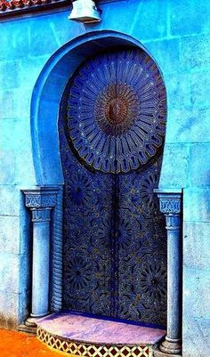 Blue Door and Entrance in Rabat, Morocco Cool Doors, The Doors, Unique Doors, Entrance Doors, Windows And Doors, Grand Entrance, Knobs And Knockers, Door Knobs, Door Knockers Unique