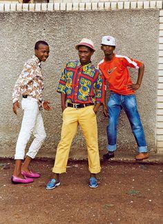 Los izikhothane, hombres jóvenes de soweto con sus coloridos atuendos