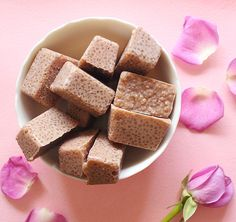 Use this super easy mode tutorial to make your own homemade chocolate sugar scrub cubes! Click through for more information.