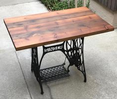 Rustic Wood Desk Home Bar Coffee End Night Table Top Reclaimed Restaurant Farmhouse Urban Rustic Shabby Chic Antique Sewing Machine Table, Sewing Machine Desk, Antique Sewing Machines, Singer Table, Urban Rustic, Night Table, Wooden Spools, Rustic Shabby Chic, Wood Desk