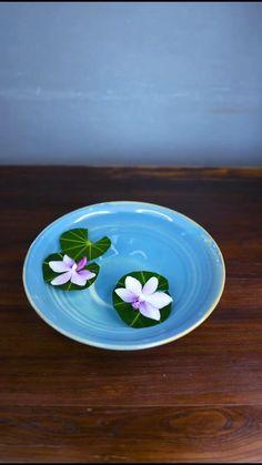 Creative Flower Arrangements, Ikebana Flower Arrangement, Ikebana Arrangements, Artificial Flower Arrangements, Floral Arrangements, Beautiful Rose Flowers, Diy Flowers, Flower Decorations, Table Decorations