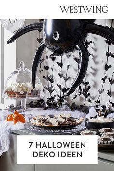 Jetzt wird es gruselig! Aber keine Angst, nur in Sachen Halloween Deko. Jedes Jahr am 31. Oktober schmückt blutige, gruselig angehauchte Halloween Dekoration auch immer häufiger die Wohnungen hier bei uns. Wir verraten Euch kreative Halloween Deko Ideen, die für ordentlich Partyspaß bei Euch und Euren Gästen sorgen. Skelette, Totenschädel, und Zombies - seid gespannt!/Westwing halloween halloweendeko halloweendiy herbstdeko halloweenparty Kürbis schnitzen DIY Kinder Deko draußen Tür Hauseingang Angst, Zombies, Coffee Maker, Halloween Decorating Ideas, Scary Halloween, Skeletons, Apartments, House Entrance, Coffee Maker Machine