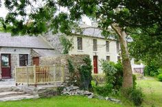Pant - luxury pet friendly holiday cottage in Llangrannog, Ceredigion sleeps 8 plus 1 dog welcome with a ground floor bedroom and bathroom - West Wales Holiday Cottages