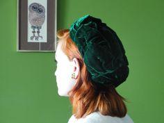 Vintage 1940s green velvet hat