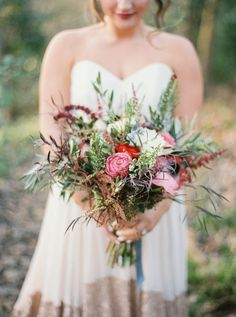 Wedding Bouquets :     Picture    Description  wild wedding bouquet – photo by Jenna McElroy ruffledblog.com/… #weddingbouquet #flowers #bouquets    - #Bouquets https://weddinglande.com/accessories/bouquets/wedding-bouquets-wild-wedding-bouquet-photo-by-jenna-mcelroy-ruffledblog-com-weddingbouque/