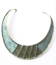 BIJOUX - nous vous offrons une belle sélection de bijoux contemporains de créateurs en exposition-vente.   Torque en bronze - Arisztid Szendy #arisztidszendy #bijoux #jewelry