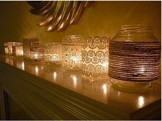 Reutilize potes de vidro com rendas e cordinhas para criar um clima gostosinho de noite aí em casa com velas :)