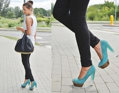 love the casual outfit with the pop of color.. I may choose a different shoe, but I like the concept :)
