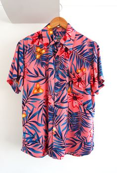 O'Carioca Fiji Short Sleeve Button Up Shirt with a relaxed fit. Retro Outfits, Chic Outfits, Fashion Outfits, Summer Outfits, Camisa Floral, Estilo Tomboy, Mens Printed Shirts, Half Shirts, Beach Shirts