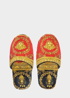 I ♡ Baroque Bath Slippers by Versace Home. I ♡ Baroque luxury bath slippers in absorbent, soft cotton. Versace Handbags, Fashion Handbags, Versace Bathrobe, Versace Home, Bathroom Design Inspiration, Luxury Bath, Home Collections, Baroque, Slippers