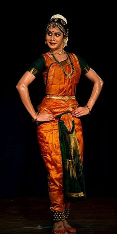 this costume is gorgeous goals - PIPicStats Dance Pictures, Dance Images, Indian Classical Dance, Kinds Of Dance, Statues, Indian Textiles, Dance Poses, Best Dance, Dance Art