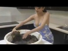 Amazing pretty girl favorite with the sea crab and want to eat