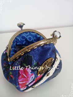 Porta moedas com fecho tulipa de 8.5cm,em tecido a imitar ganga www.facebook.com/little.things.vc #framedcoinpurse #portamoedas #purse #handmade