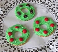 Wreath cookies made from butter cookies, colored icing, and M