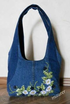"Képtalálat a következőre: ""diy jeans bag"" Jean Purses, Purses And Bags, Sacs Tote Bags, Diy Sac, Denim Handbags, Denim Purse, Denim Bags From Jeans, Diy Jeans, Embroidery Bags"