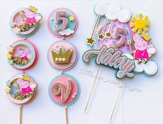 Diy Crafts For Girls, Cute Crafts, Custom Cake Toppers, Cupcake Toppers, Fondant Wedding Cakes, Fondant Cupcakes, Calligraphy Birthday Card, Cumple Peppa Pig, Cake Decorating Tutorials
