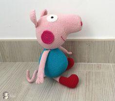 Cerdito George Pig hermano de Peppa Pig - Patrón Gratis en Español Amigurumi Patterns, Knitting Patterns, Crochet Patterns, Knitted Dolls, Crochet Dolls, Peppa Pig Amigurumi, Yarn Crafts, Diy And Crafts, George Pig