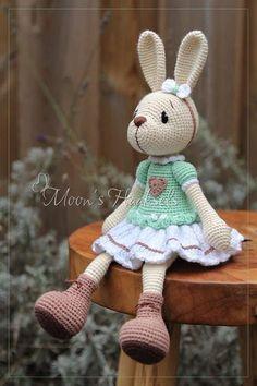Crochet Parrot, Crochet Bunny, Crochet Animals, Crochet Dolls, Knit Crochet, Crochet Geek, Crochet Crafts, Crochet Projects, Amigurumi Patterns
