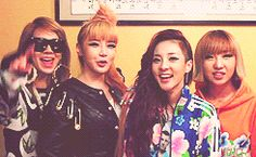 2NE1 - Cheering and Clapping GIFs CL Bom Dara Minzy