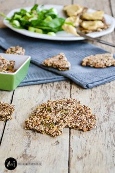 Mixed Seed Crackers - Wellness with Taryn Banting Diet, Banting Recipes, No Carb Recipes, Snack Recipes, Cooking Recipes, Savory Snacks, Healthy Snacks, Healthy Eating, Healthy Recipes