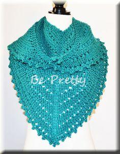 Aqui vos deixo o meu último trabalho, um xailinho de tricot, em lã azul muito fofinha e quentinha. Here is my last work, a knitted shawl in a very fluffy and warm blue wool.  #knit #knitting #shawlette #xaile #tricot