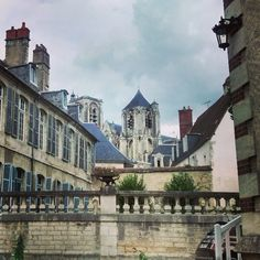 Bourges, Photo Instagram, Belle Photo, Berry, Mansions, House Styles, Manor Houses, Villas, Bury