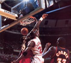 Michael Jordan as he throws down a dunk on the Atlanta Hawks in the 1997 NBA Playoffs. Photos Michael Jordan, Michael Jordan Chicago Bulls, Michael Jordan Basketball, Basketball Pictures, Sports Basketball, Basketball Players, Basketball Jones, Basketball Diaries, Basketball Legends
