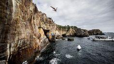 Einfach mal abtauchen: Klippenspringer Michal Navratil bei der achten Station der Red Bull Cliff Diving World Series im japanischen Shirahama