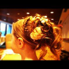 #flowergirl #weddingday #curls #braid #flower #stylebybravura #wedding #hair