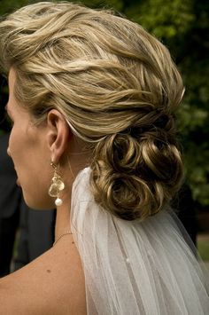 Do you think this wedding hair is traditional or original?