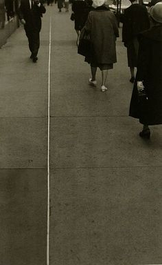 Roy DeCarava started off painting but traded in his brushes for a camera. His images of African-American life—scenes in Harlem, the civil r. Roy Decarava, Freedom Riders, Susan Sontag, Love Park, Jazz Artists, History Of Photography, American Life, Photo Library, Black And White