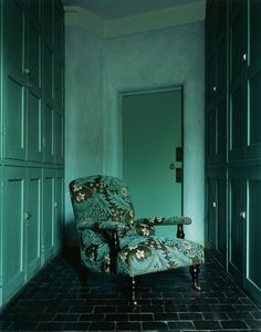 The teal on the walls mixed with the teal & black fabric = DIVINE.