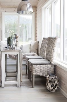 inspiration to paint wicker furniture grey