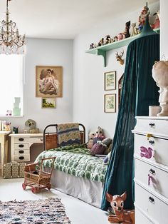 Lots of vintage accessories & textiles in this child's bedroom