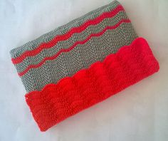 Ripple Stitch Laptop Sleeve - free crochet pattern from My Middlemistred.