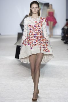 Sfilata Giambattista Valli Parigi - Alta Moda Primavera Estate 2014 - Vogue