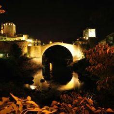 Bosnie Herzégovine - Quartier du Vieux pont de la vieille ville de Mostar