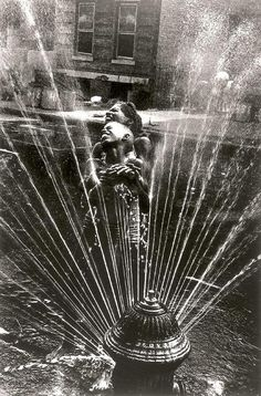 Leonard Freed (October 23, 1929 in Brooklyn, New York – November 29, 2006 in Garrison, New York) was a documentary photojournalist and longtime Magnum member. Photo: USA. Harlem. NY. 1963. The fire hydrants are opened during the summer heat.