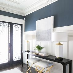 Elegant entry in blu