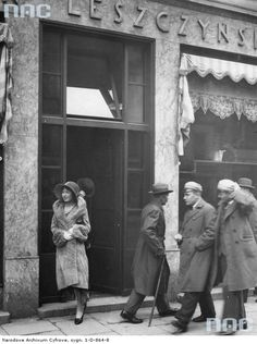 Hello and welcome to the thread dedicated to Poland in the Interbellum The objective is to show photos of both larger cities and smaller. Poland History, Historical Images, Homeland, Art And Architecture, Dark Side, Black And White, Couple Photos, City, Multimedia